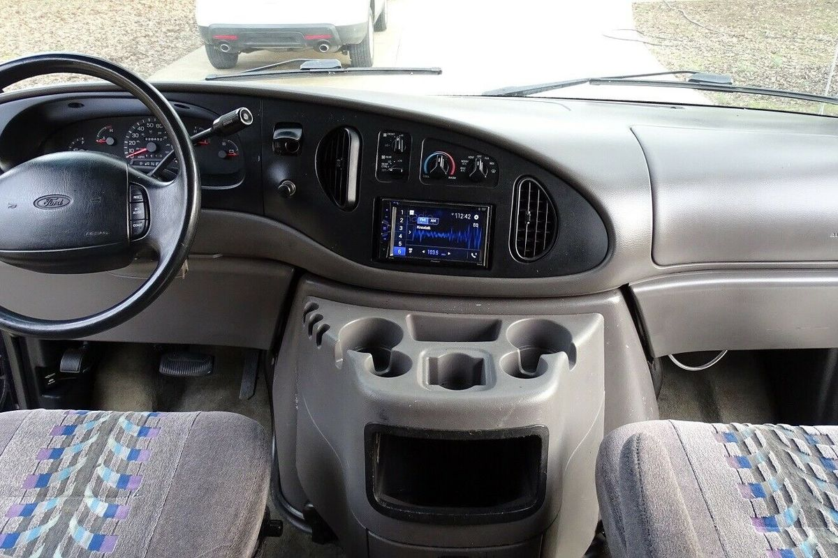 1999 Ford E350 Custom, 1