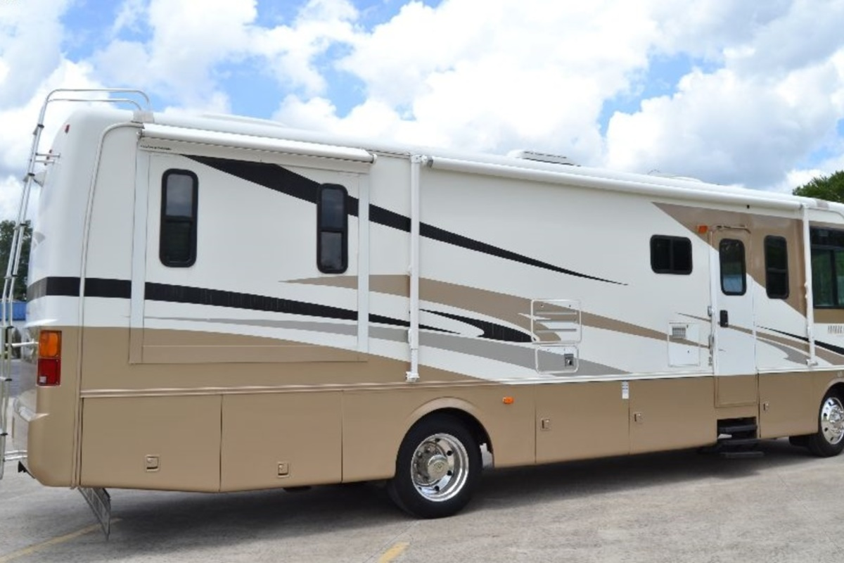2005 Holiday Rambler Admiral 33PBD, 10