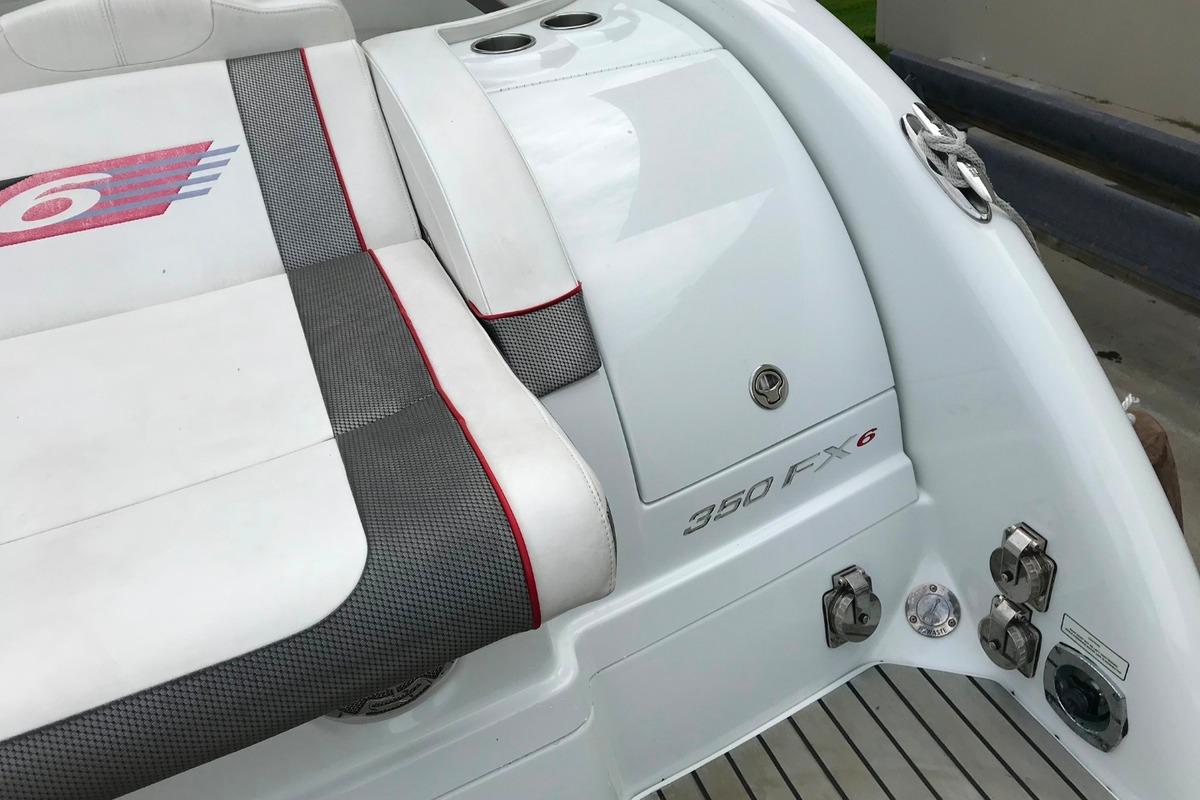 2013 Formula 350 FX6, 19