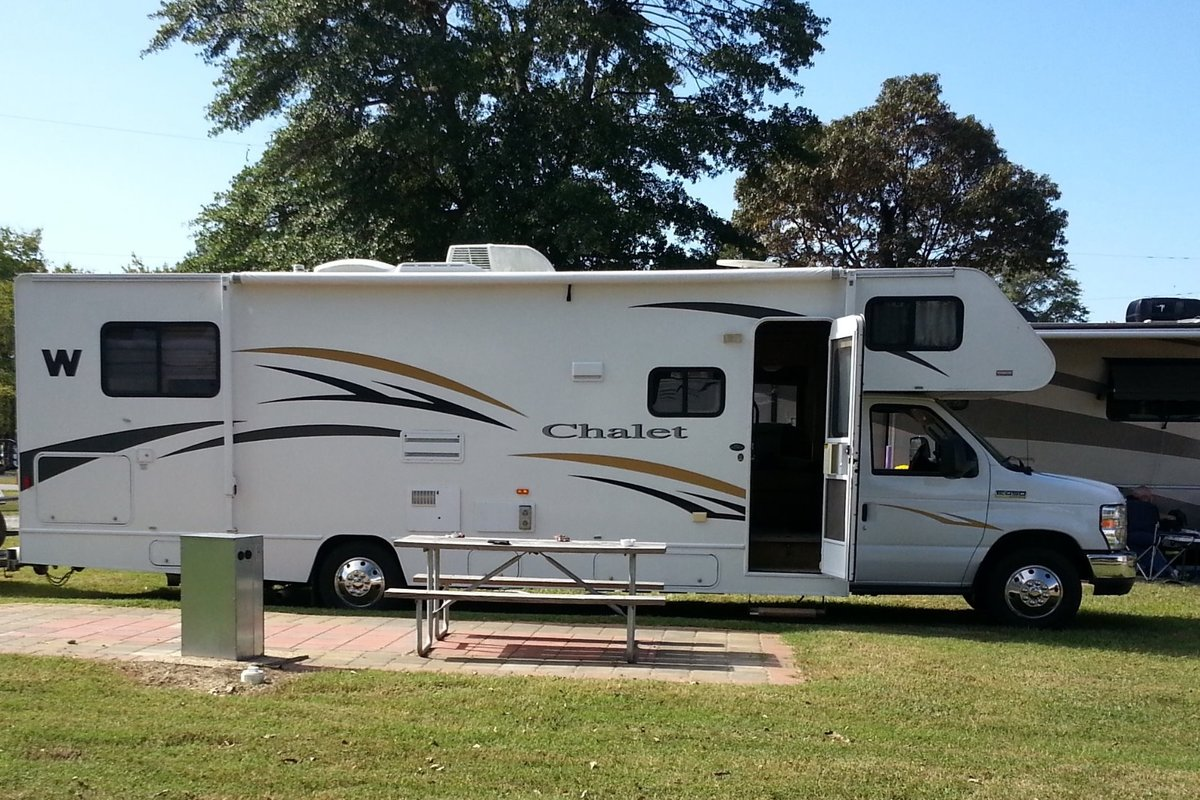 2011 Winnebago Chalet 31CR, 1
