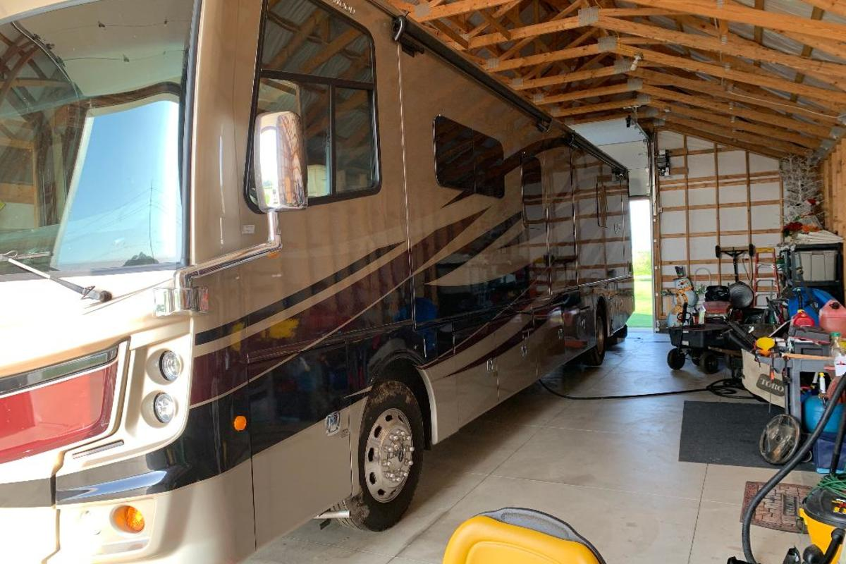 2017 Fleetwood Discovery 39F, 4