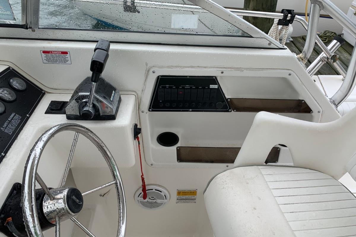 1998 Boston Whaler Conquest 230, 8