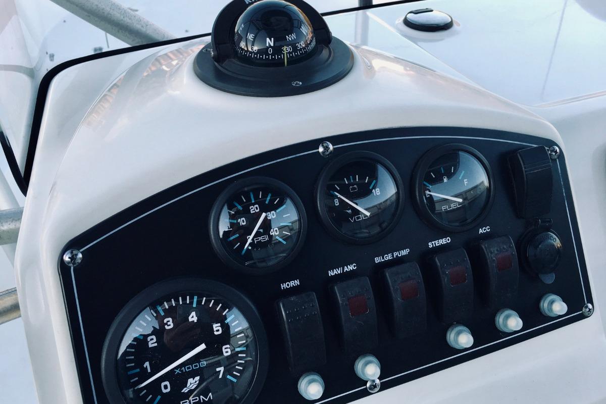 2012 Boston Whaler 210 Montauk, 22