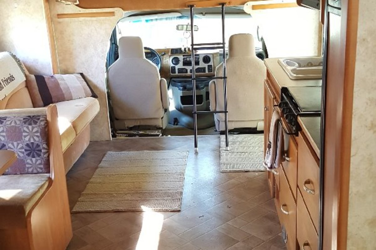 2011 Winnebago Chalet 31CR, 11