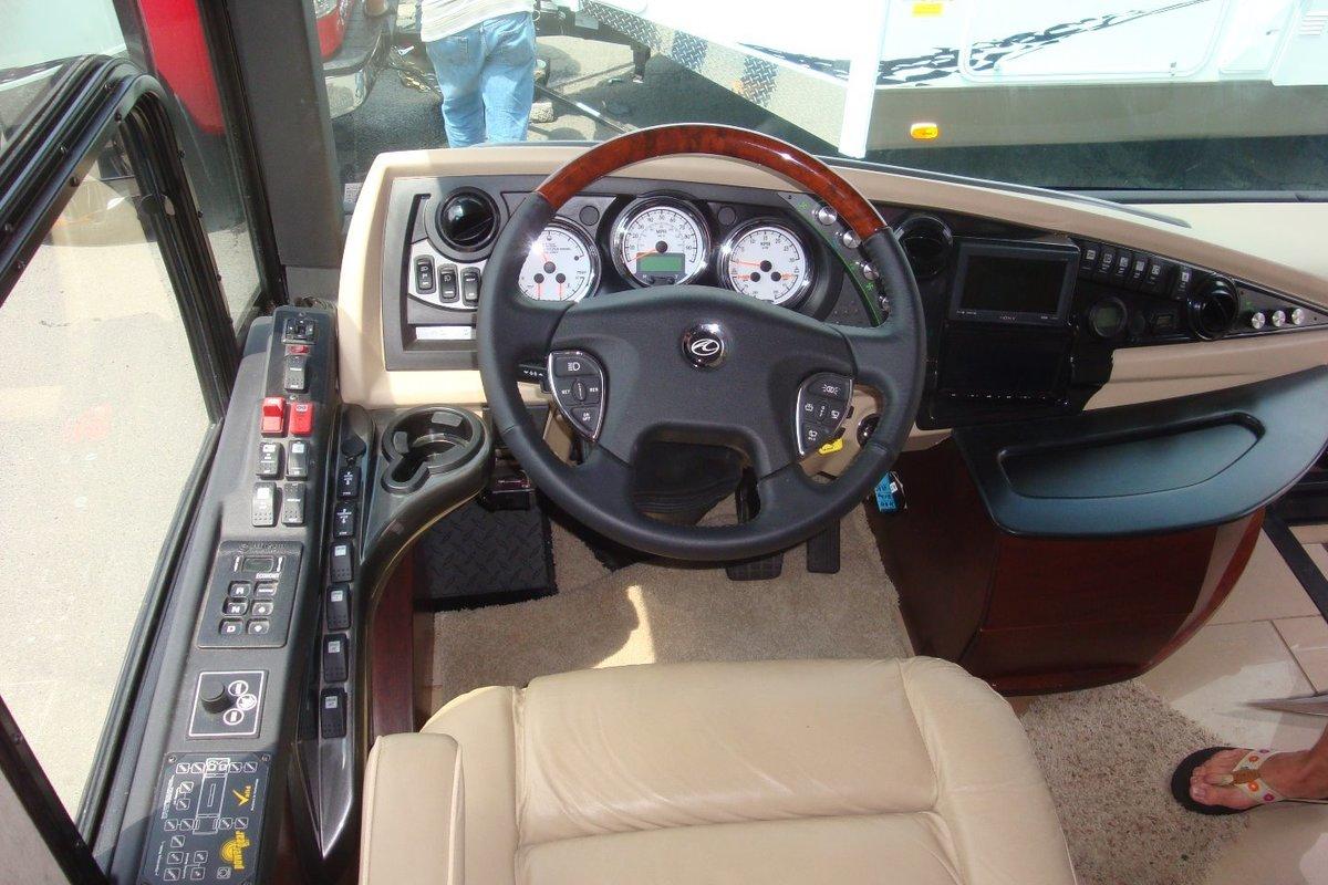 2010 American Coach Heritage 45B, 4