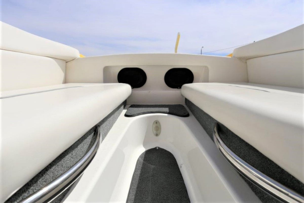 2006 Magic Powerboats Scepter, 30