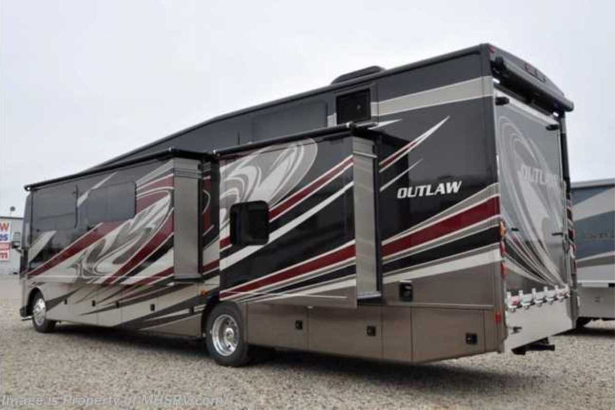 2017 Ford Thor Outlaw, 3