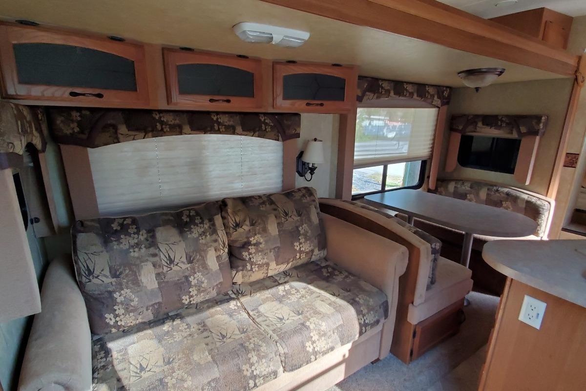 2010 Coachmen Forest River 268 RLE, 15