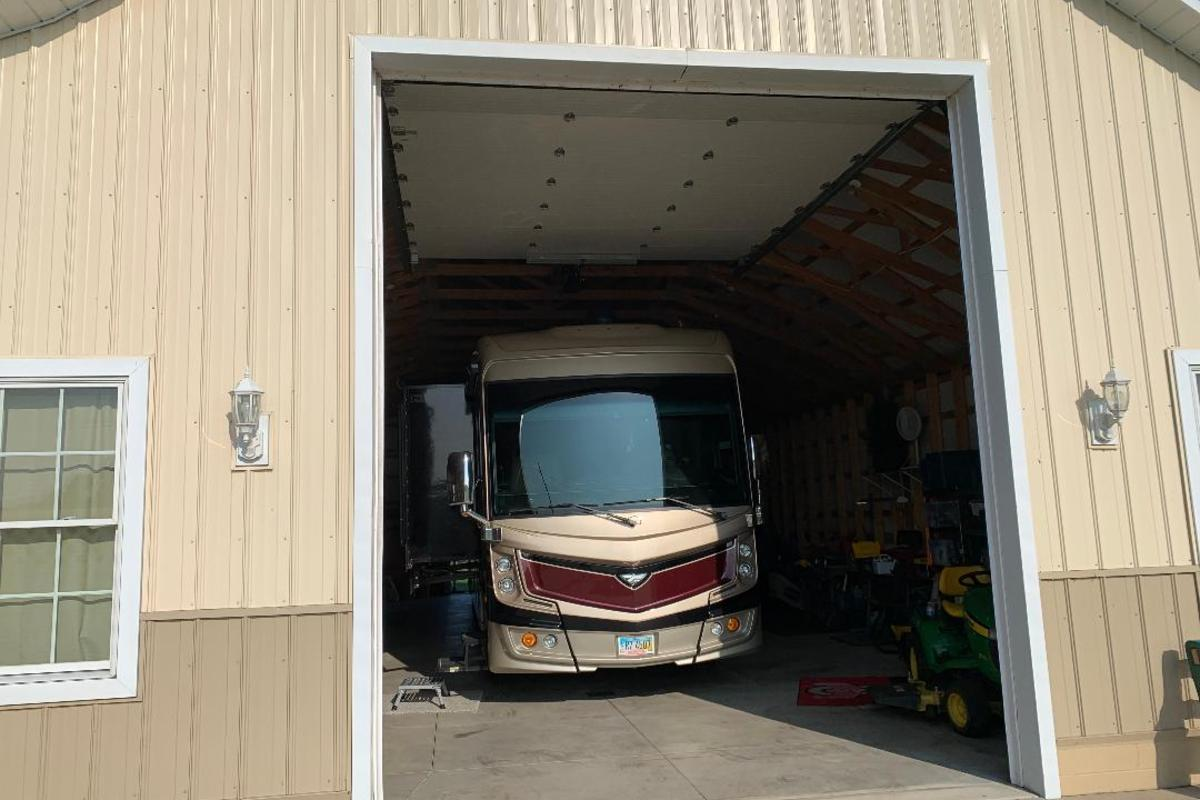 2017 Fleetwood Discovery 39F, 3