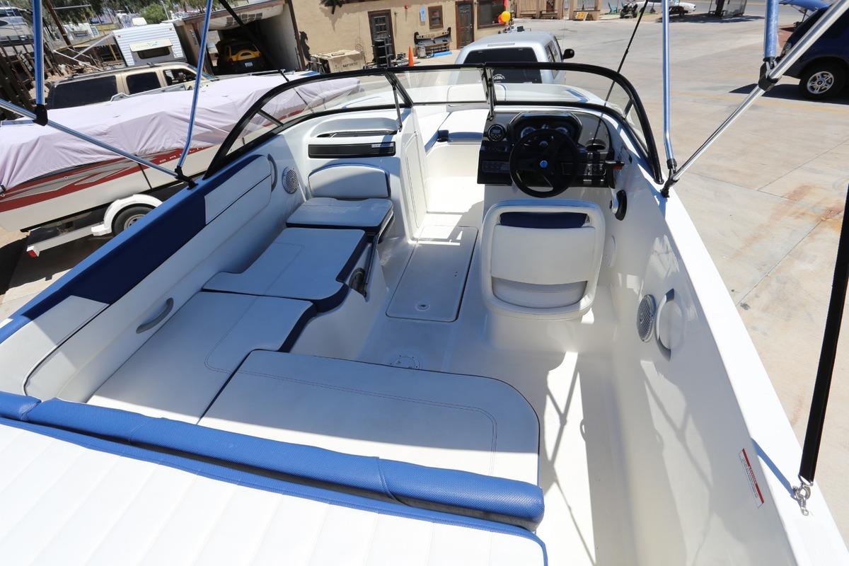 2016 Bayliner VR5, 2