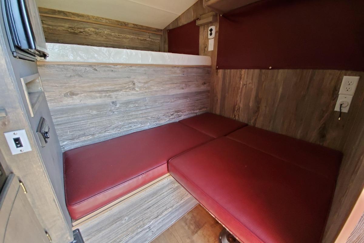 2018 Capri Truck Camper Retreat Package N/A, 0