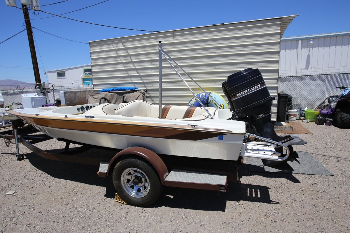 1986 Commander Boats BowRider 16, 15