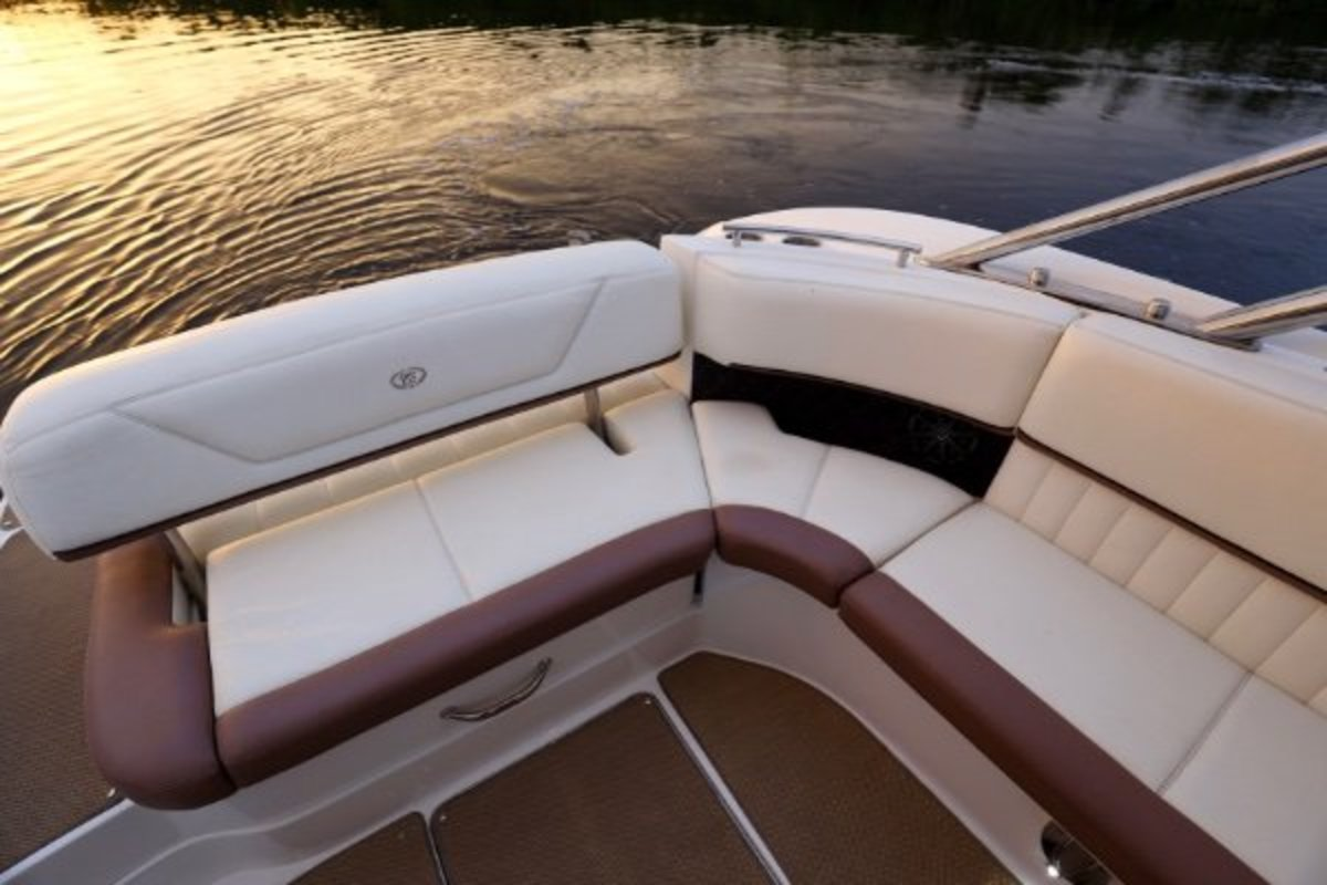 2013 Cobalt Boats 302 w/twin 380 hp Volvos with joystick and hardtop, 25