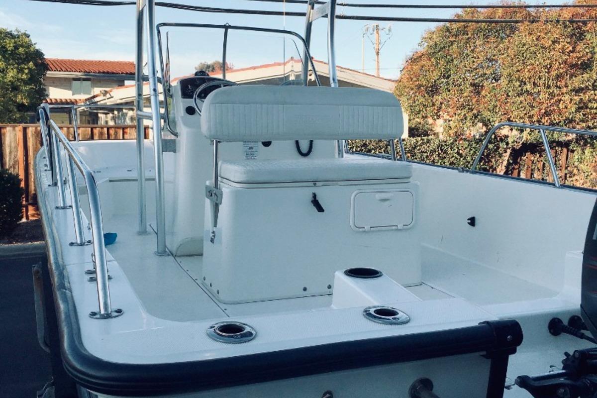 2012 Boston Whaler 210 Montauk, 4