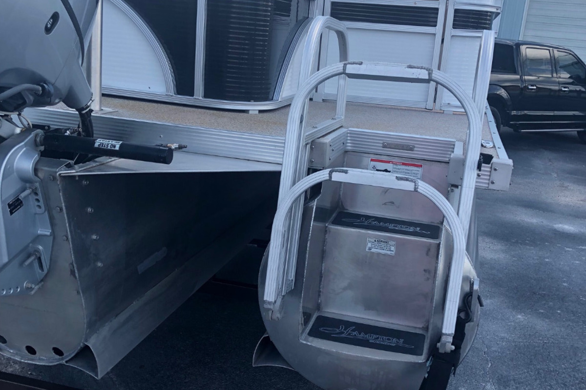 2016 Play Craft Hampton 2485 XLT tritoon, 3
