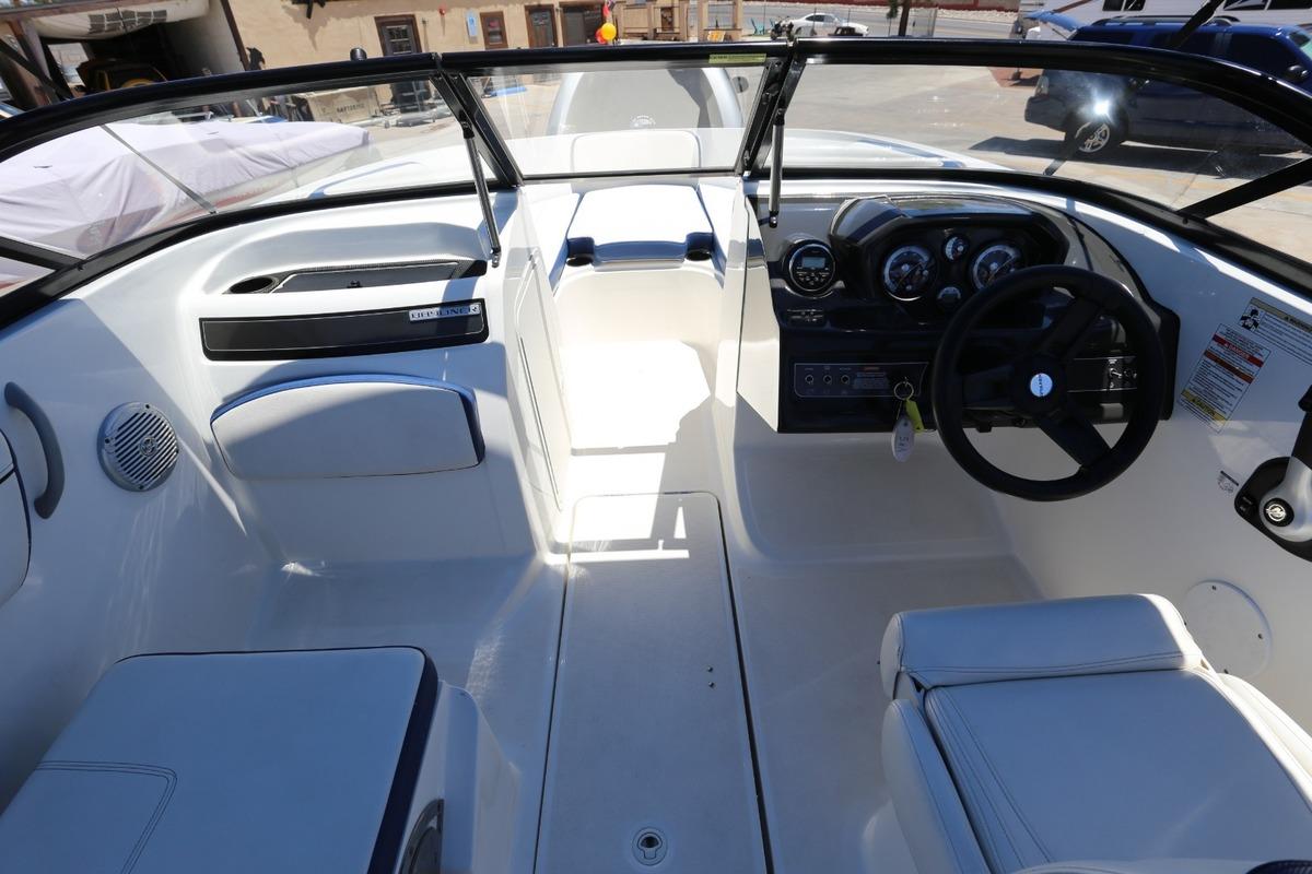 2016 Bayliner VR5, 10