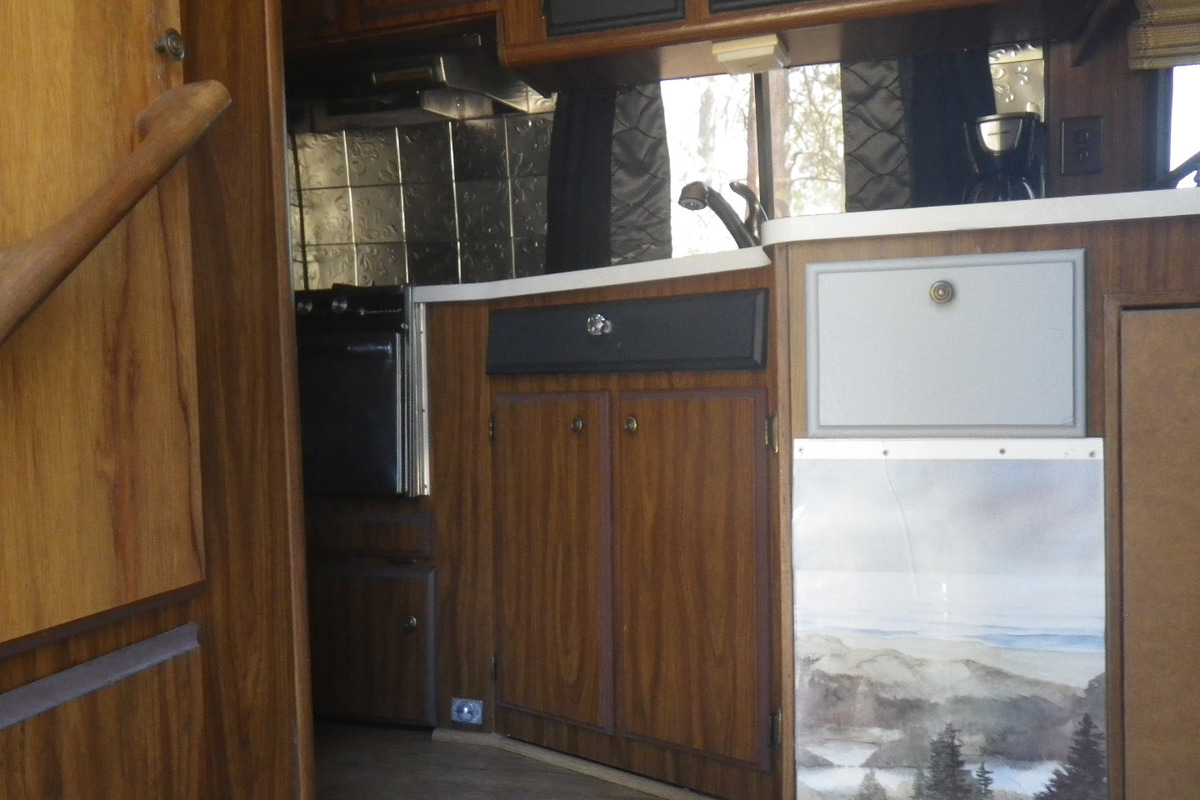 1978 TRAVCO 270 Exterior brown & gold, 7