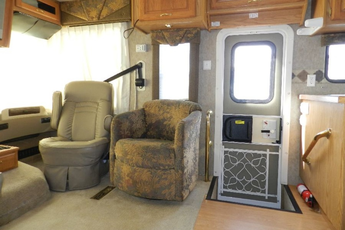 2005 Holiday Rambler Admiral 33PBD, 17