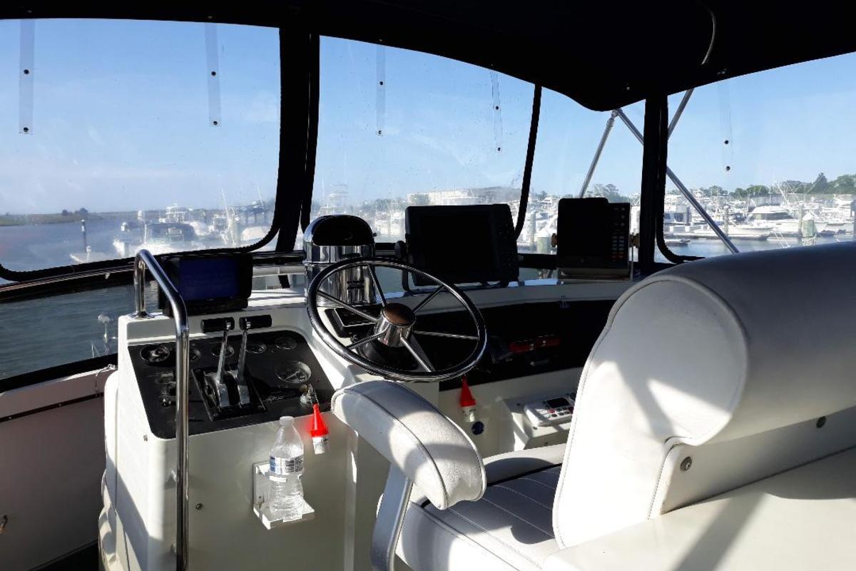 1989 Carver Yachts 3807 Aft Cabin, 18