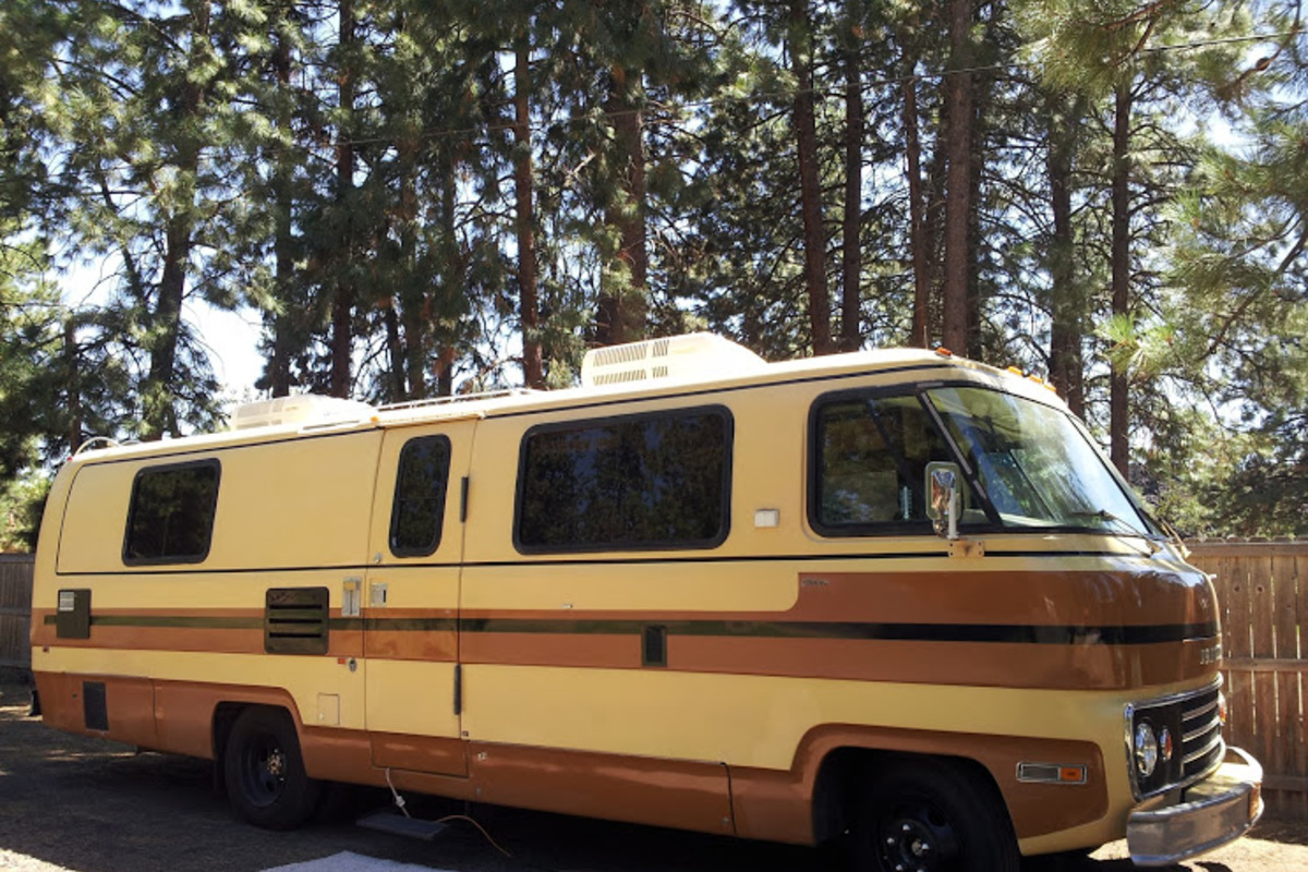 1978 TRAVCO 270 Exterior brown & gold, 2