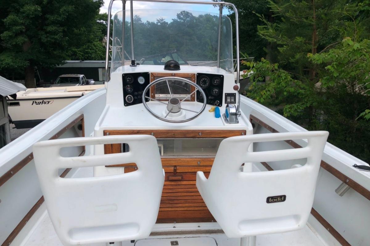 1980 Mako 23  inboard, 3