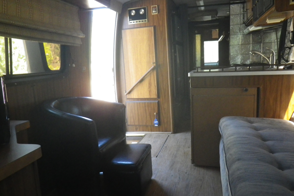 1978 TRAVCO 270 Exterior brown & gold, 6