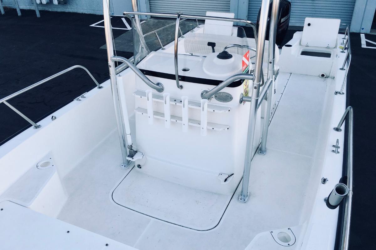 2012 Boston Whaler 210 Montauk, 18