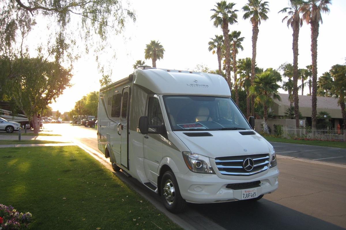 2015 Leisure Travel U24MB, 2