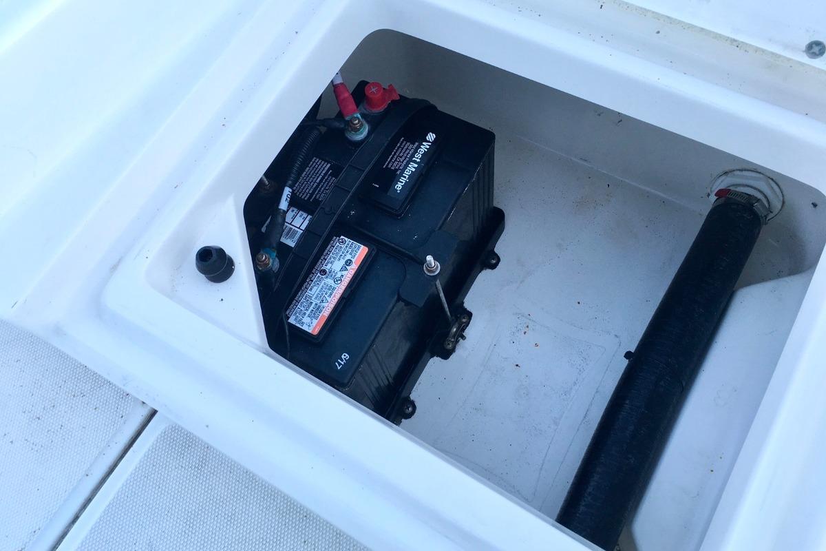 2012 Boston Whaler 210 Montauk, 8
