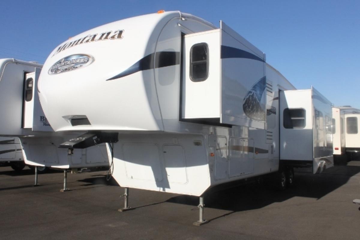 2011 Keystone Montana Mountaineer 326RLT Hickory Edition, 4