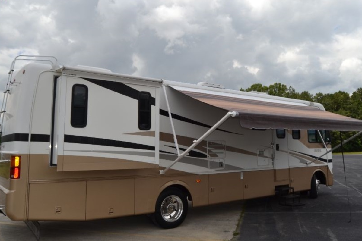2005 Holiday Rambler Admiral 33PBD, 6