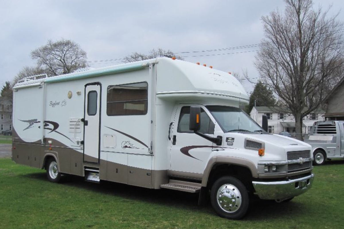 2005 Chevy Bigfoot 35LX, 6