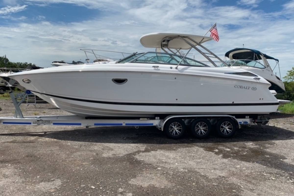 2013 Cobalt Boats 302 w/twin 380 hp Volvos with joystick and hardtop, 0