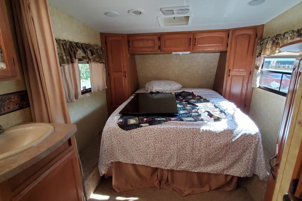 2010 Coachmen Forest River 268 RLE, 21