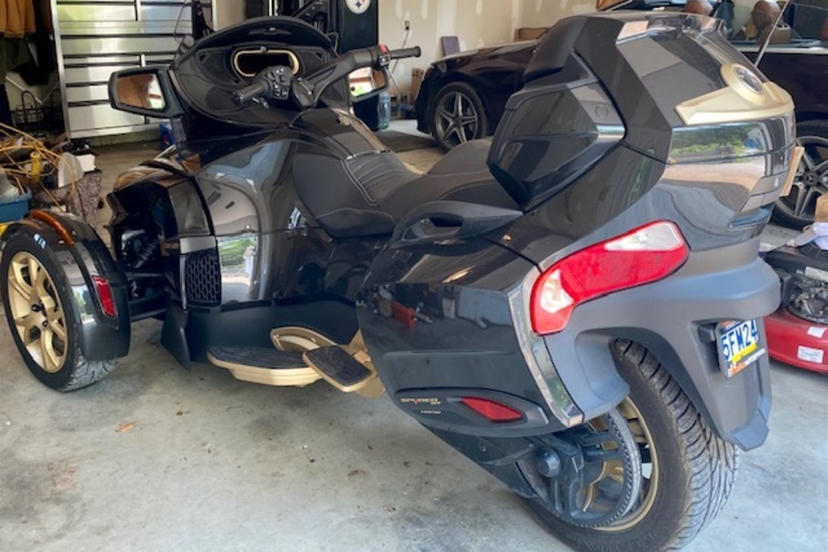 2018 Can-Am SPYDER RT LIMITED 10 YEAR ANNIVERSARY BIKE, 1