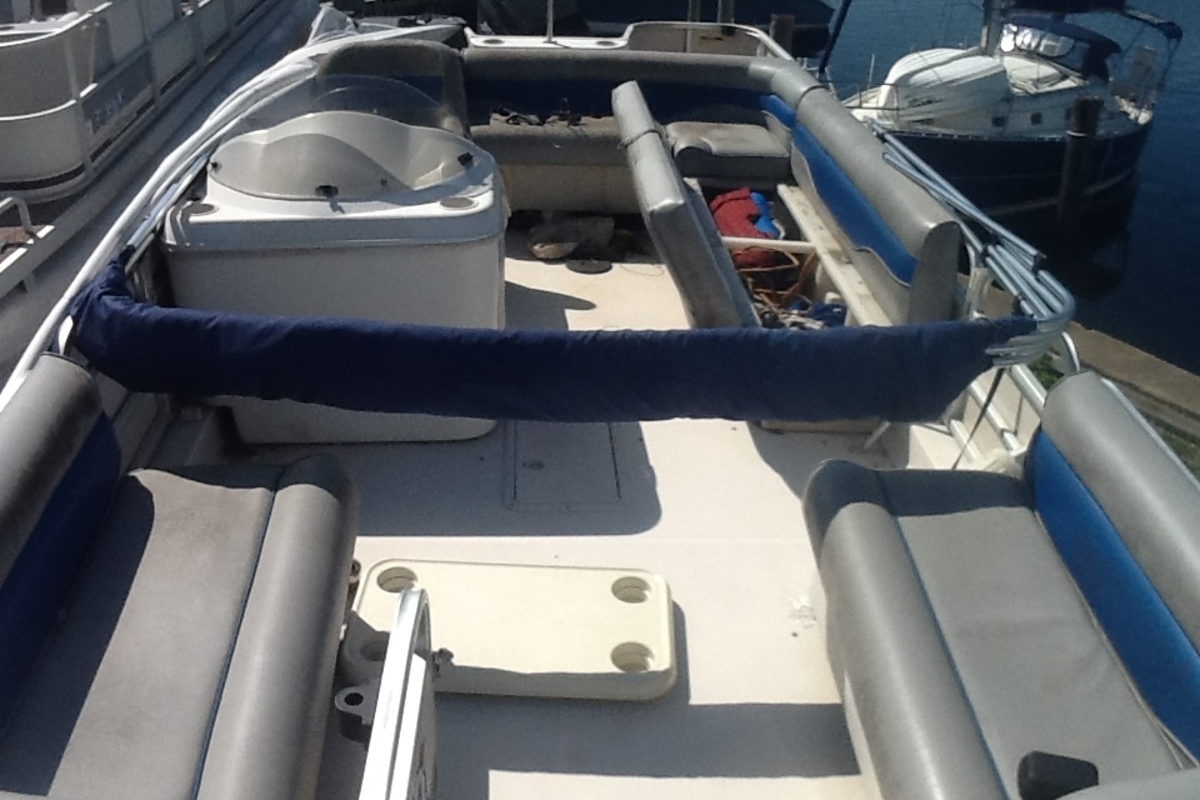 2001 Hurricane Fun Deck, 8