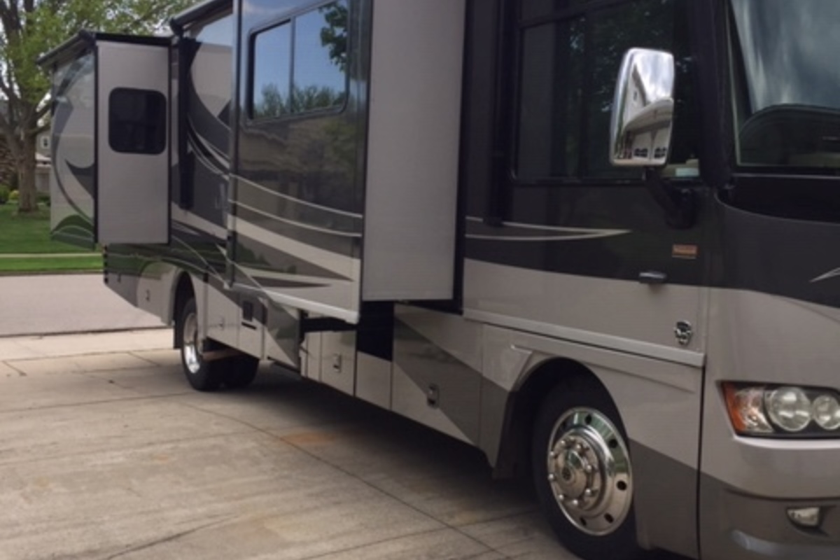 2011 Winnebago Adventurer 35P, 12