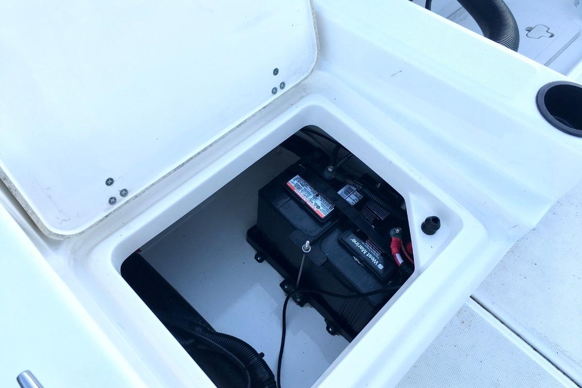2012 Boston Whaler 210 Montauk, 7