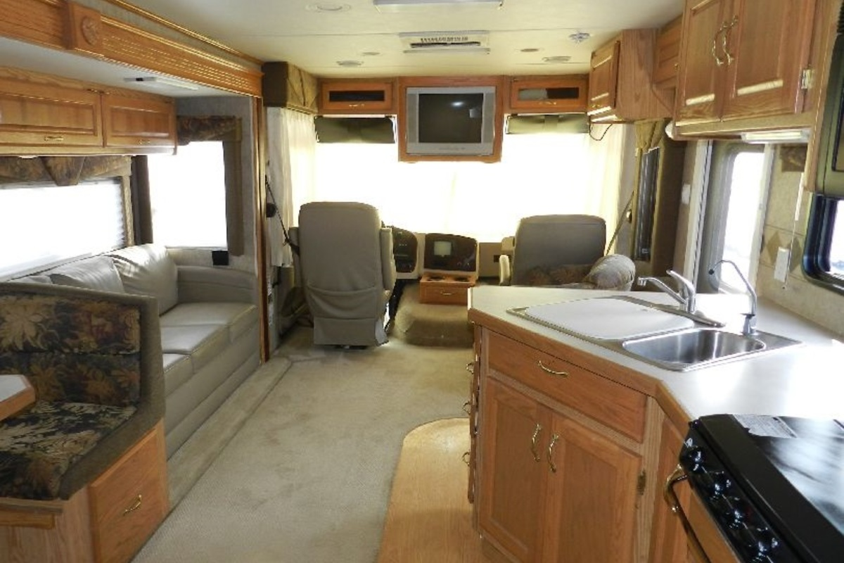 2005 Holiday Rambler Admiral 33PBD, 13