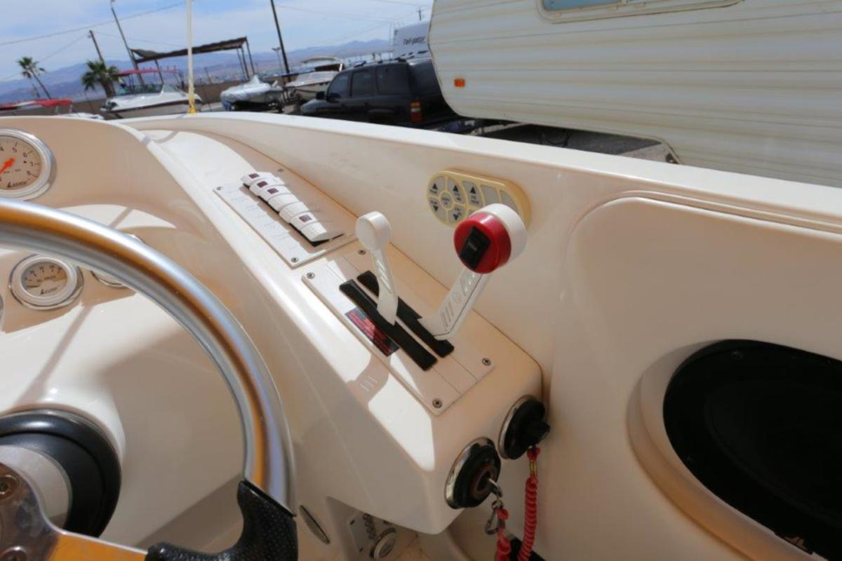 2006 Magic Powerboats Scepter, 25