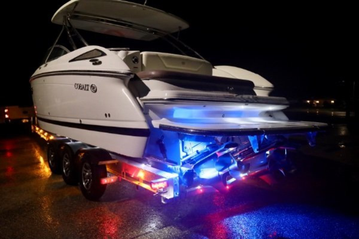 2013 Cobalt Boats 302 w/twin 380 hp Volvos with joystick and hardtop, 22