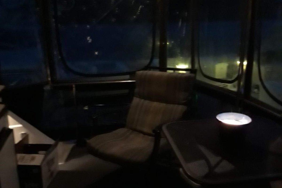 1989 Carver Yachts 3807 Aft Cabin, 23