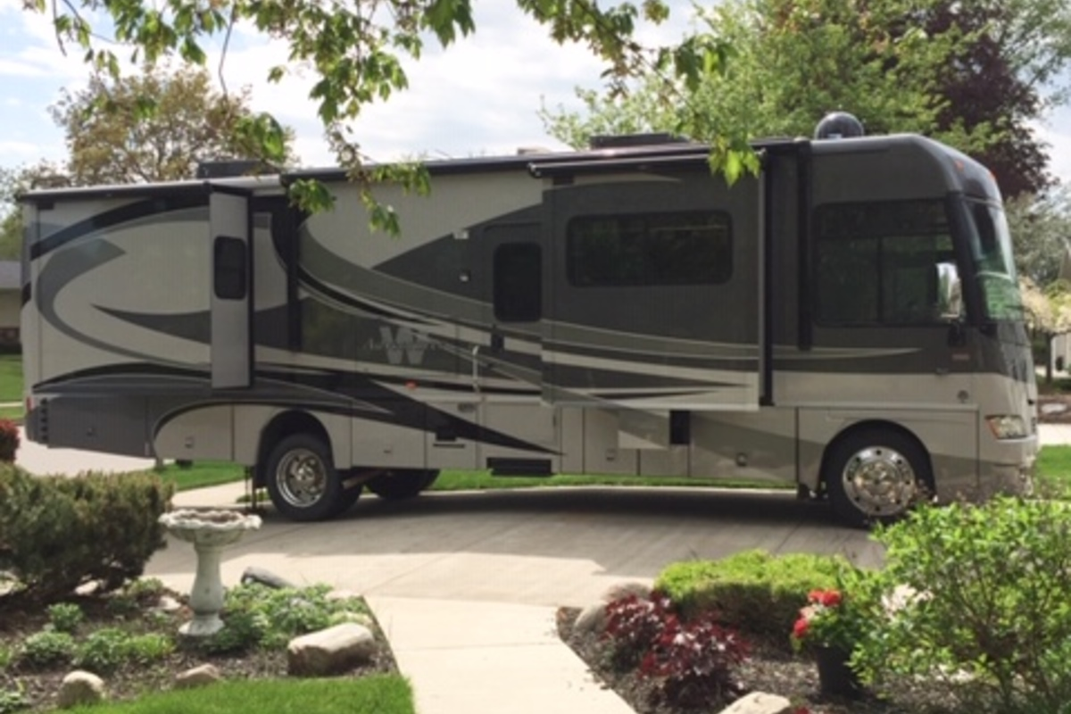 2011 Winnebago Adventurer 35P, 0