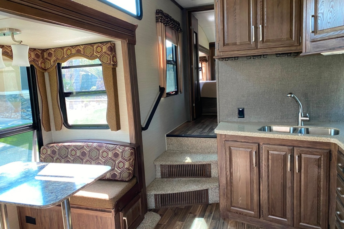 2016 KEYSTONE 5TH WHEEL COUGAR 288RLS, 13