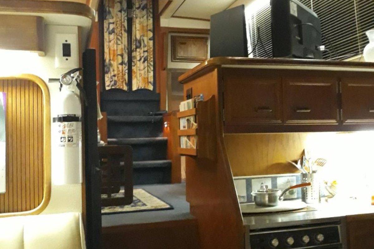 1989 Carver Yachts 3807 Aft Cabin, 15