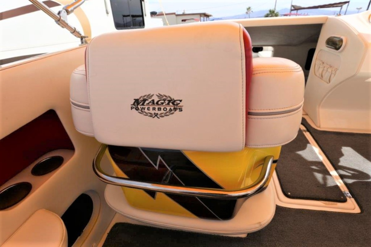 2006 Magic Powerboats Scepter, 23