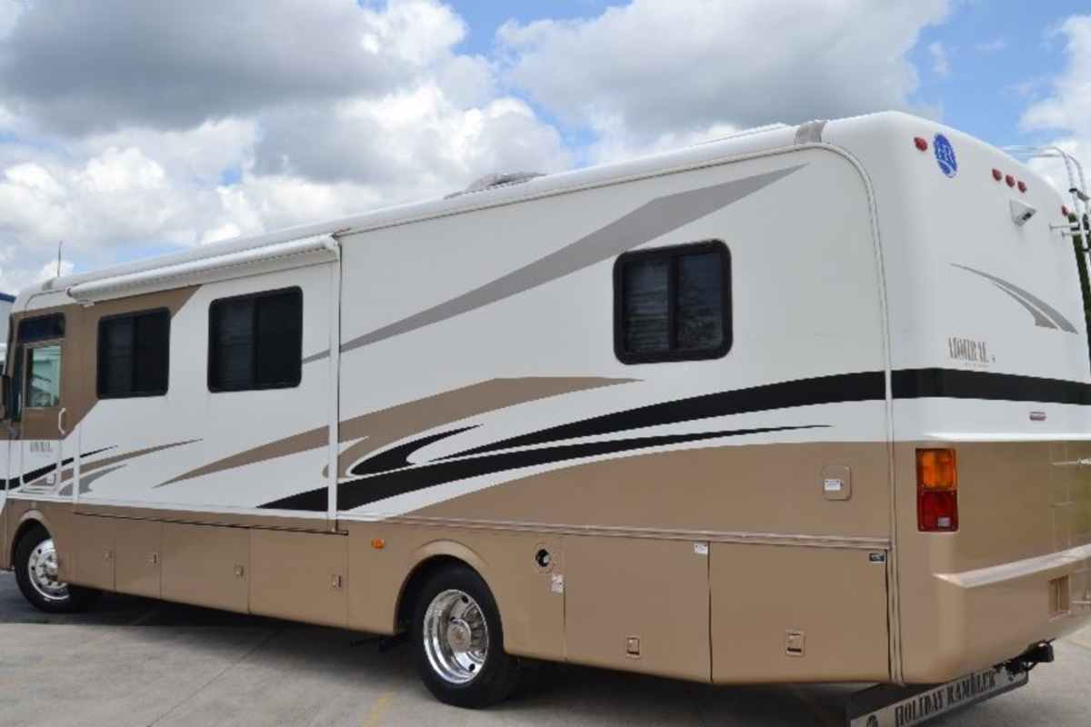 2005 Holiday Rambler Admiral 33PBD, 3