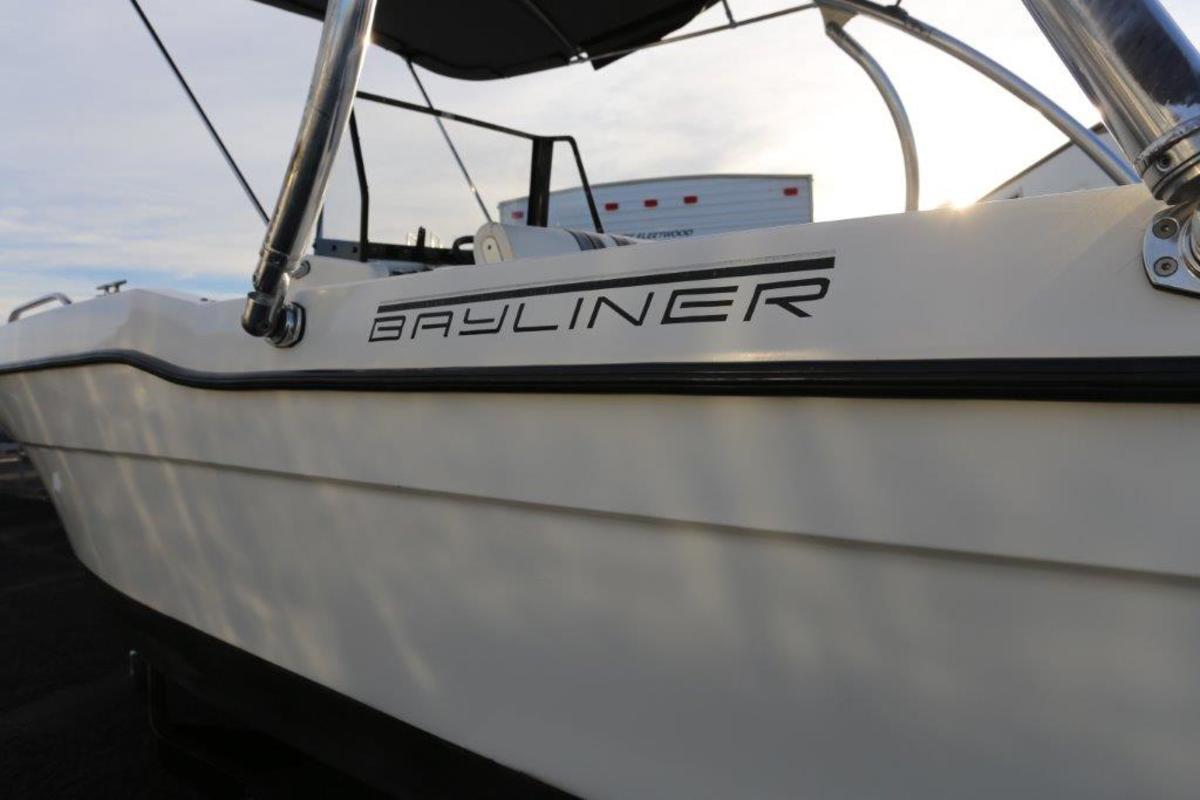 1993 Bayliner 20' Fish and Ski, 3