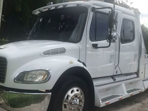 2006 Freightliner Sports Chassis