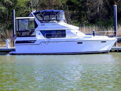 1989 Carver Yachts 3807 Aft Cabin